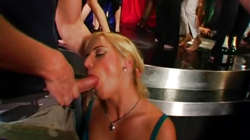 Club chicks fuck in public