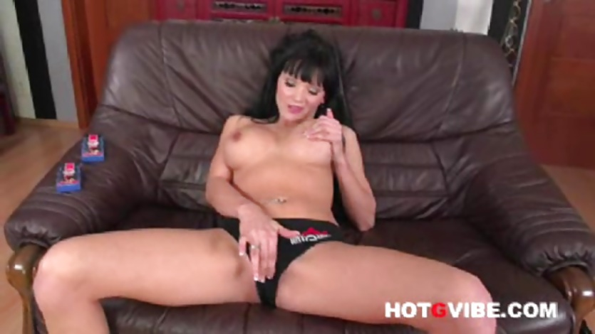 Emma Squirts Her Pussy 1
