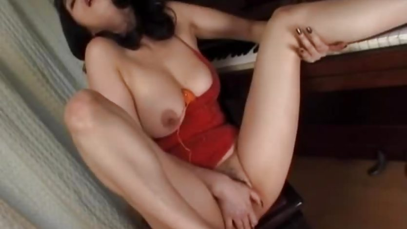 Eri in amateur solo on cam