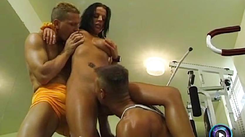 Exotic Zaza double penetration at the gym