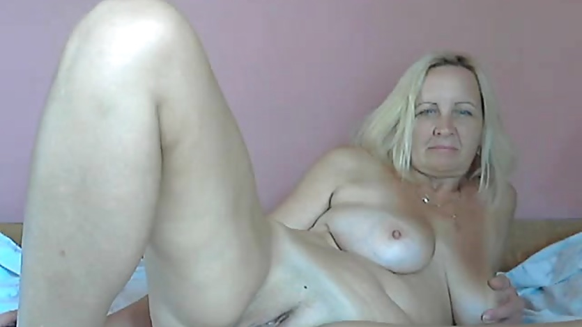 Mature blonde cam girl