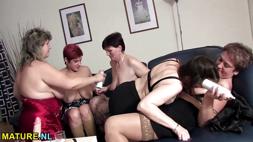 Mature lesbian sexparty