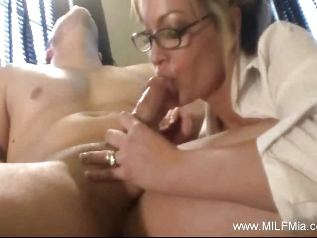 Milf Mia Is a Bad Secretary