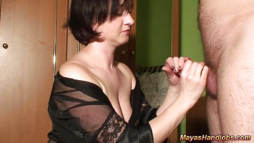 4 cumshots on Maya body and clothes