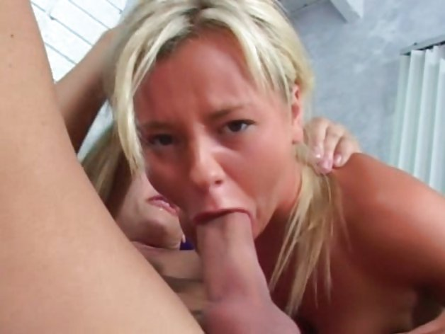 Blonde deep throating princess Bree Olson gags on a dick before fucking it