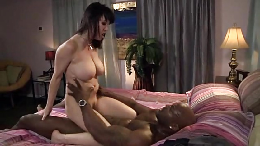 Cheating MILF Gets Deeply Creampied