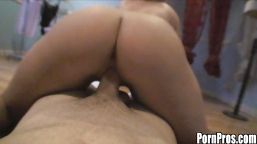 Curvy beauty Kelly Skyline mouthramming big dick deep in her throat