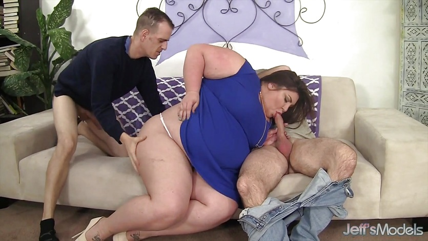 Fatty gets her holes double penetrated