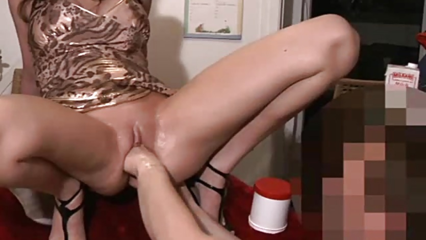 Fisting and stretching his GFs greedy pussy