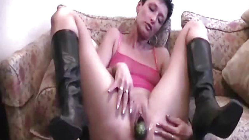 Mature amateur double fisted in her huge vagina