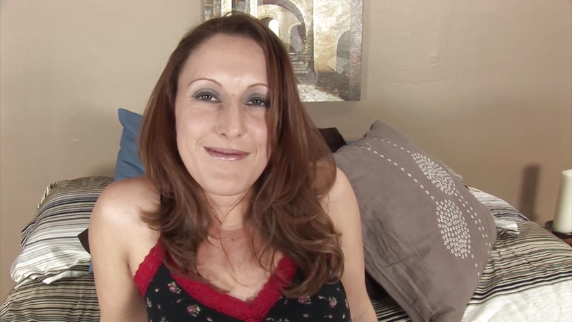 Mature housewife Charlie masturbates with a vibrator