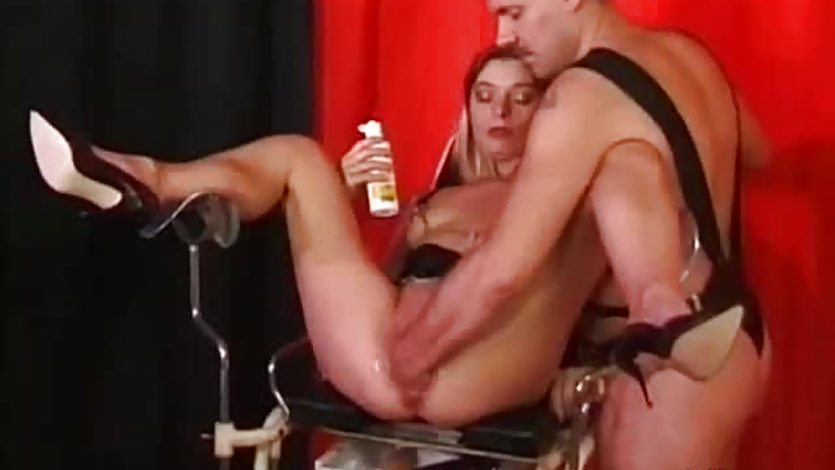 Mature milf fisted and fucked with a huge dildo
