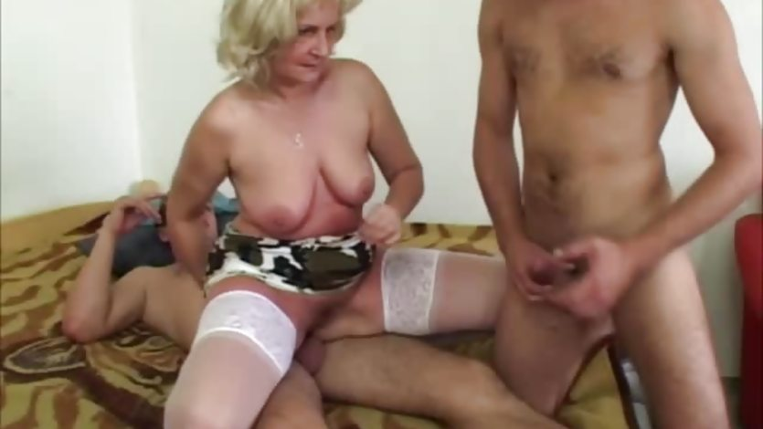 Mature threesome swallow
