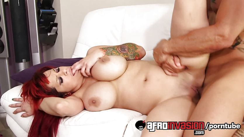 MILF Alyssa Lynn in interracial sex