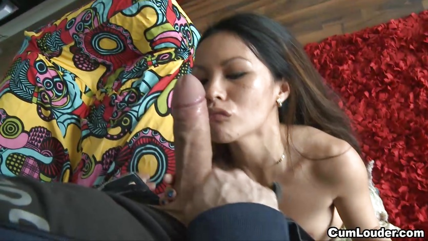 Petite Filipina girl nailed by a big dick