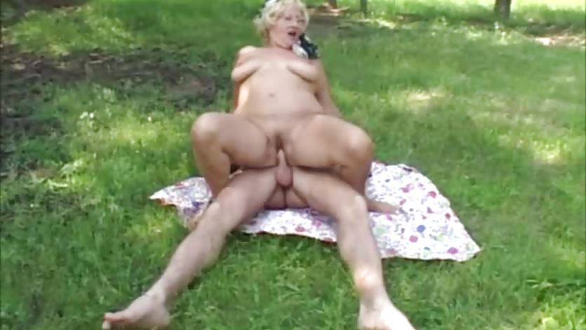 Plump mature outside fuck