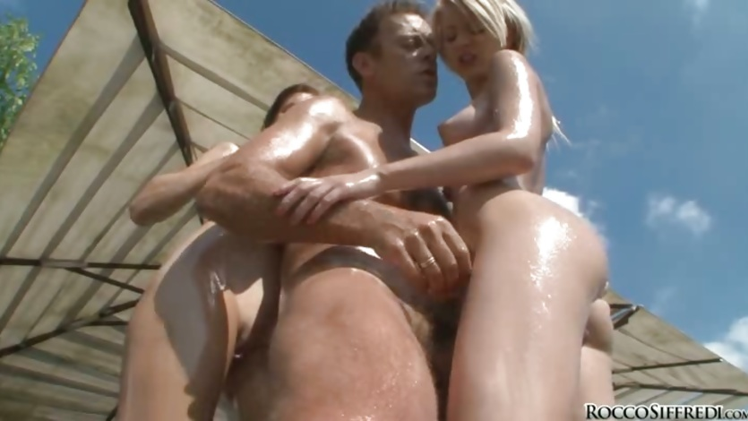 Rocco Siffredi enjoy the company of two hotties