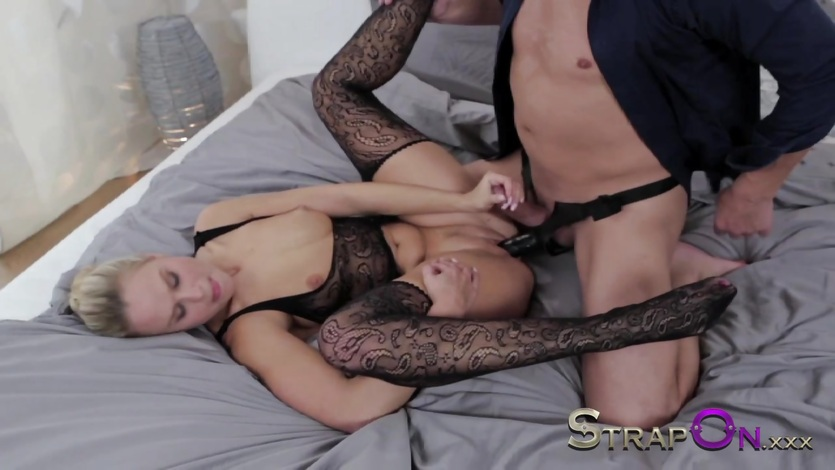 StrapOn Double pentration for sexy blonde and cumshot