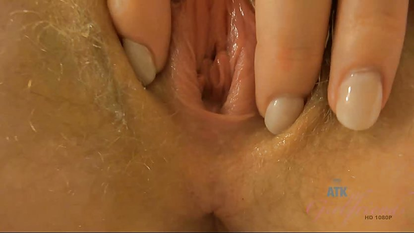 Trillium's golden pussy catches the creampies