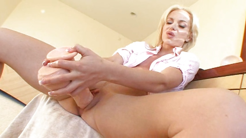 Angela Stone squirts after a hard dildo fuck
