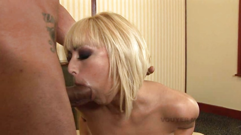 Breanne Benson makes sure to get her tonsils inspected by a big dick
