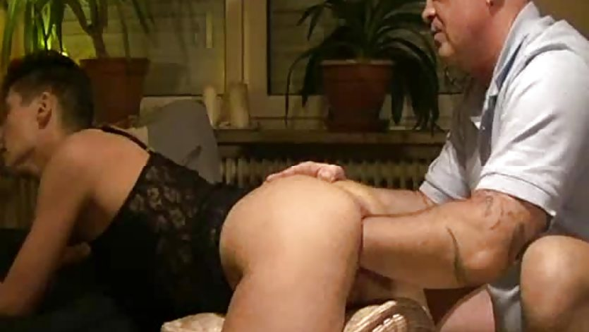 Giant fisting penetrations for greedy amateur wife
