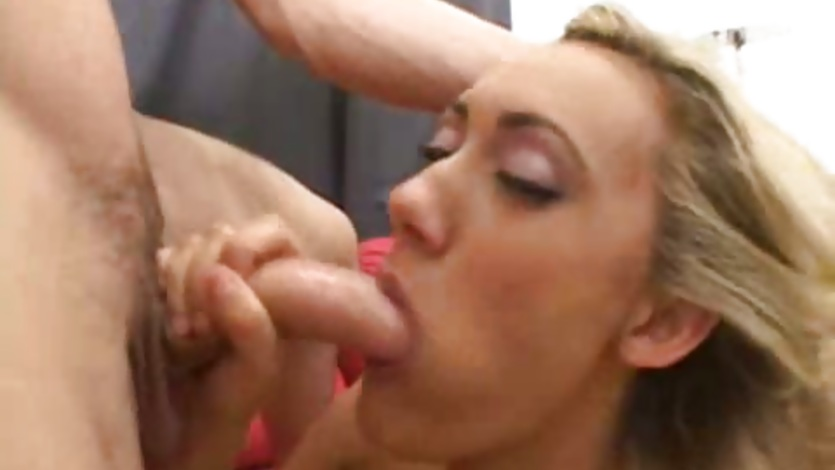 Hot babe Gwen Diamond deep throats cock till you can't even see it
