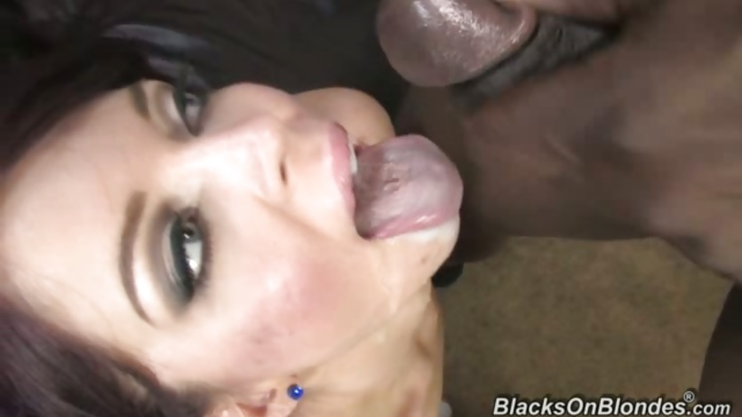Jessi Palmer filled with cumshot on her face