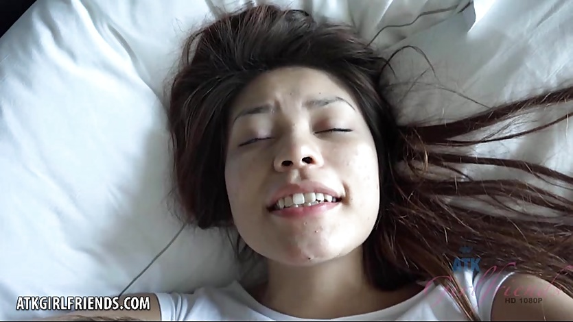 She wakes up to take a creampie