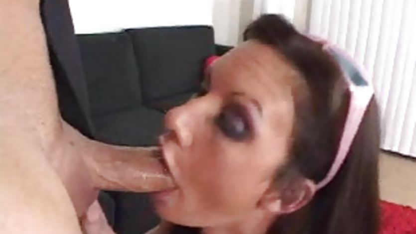 Skanky ho Taylor Rain takes a hard meat cock deep in her throat