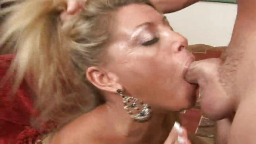 Slut Chelsea Zinn enjoys taking a big cock deep down her throat