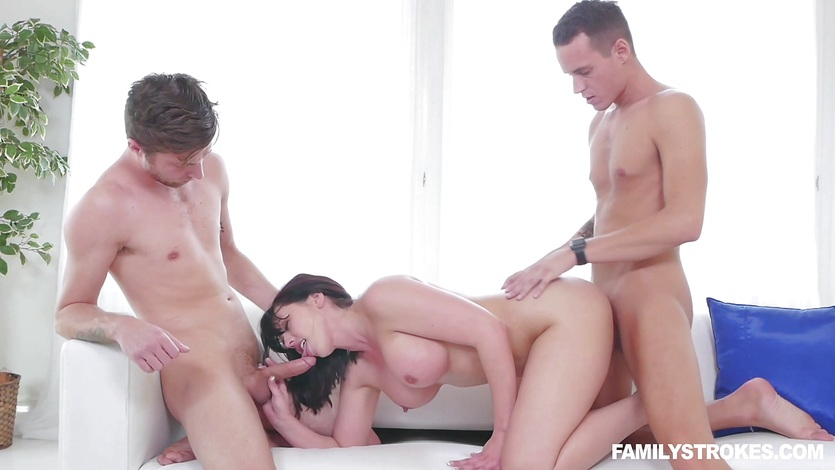 Teen threesome with Amber Chase